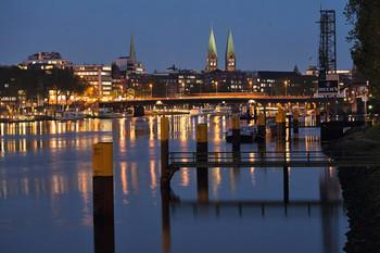 Blick auf die Weserpromenade Schlachte bei Nacht