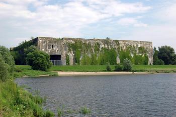 Blick vom Denkort Bunker Valentin an der Weser im Bremer Norden