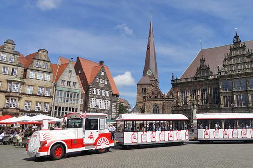 Der Stadtmusikanten-Express dreht seine Runden auf dem Bremer Marktplatz