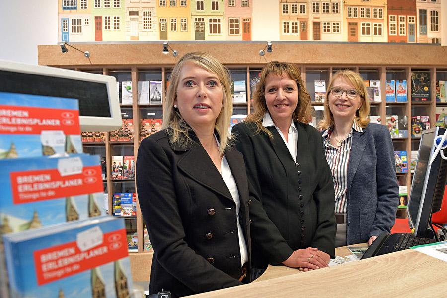 Service-Mitarbeiterinnen in der Tourist-Information