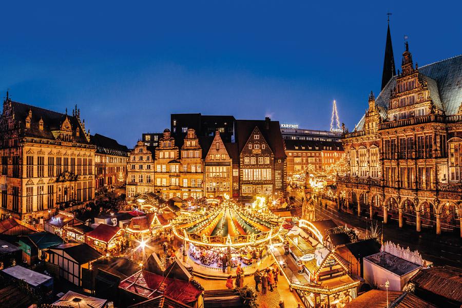 Blick auf den historischen Weihnachtsmarkt auf dem Bremer Marktplatz